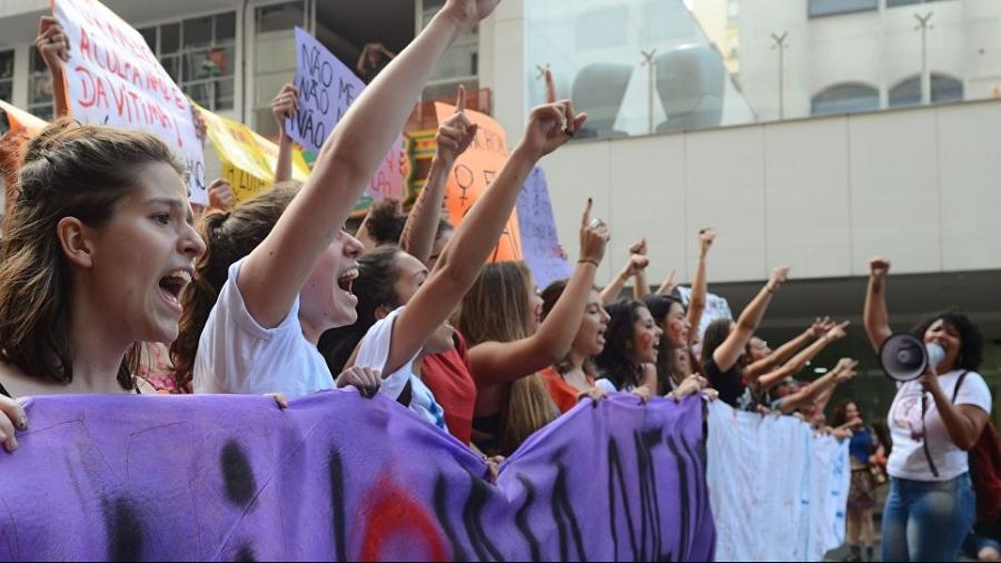 mulheres-protestando